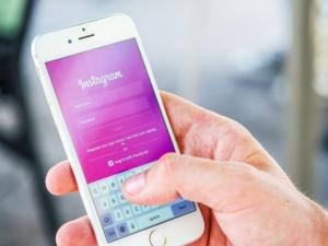 Instagramを利用しているイメージ