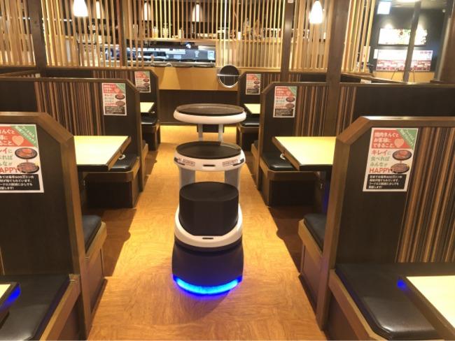 焼肉キングに導入されている配膳ロボット「SERVIE」