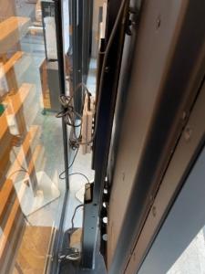 STBを設置したデジタルサイネージの背面